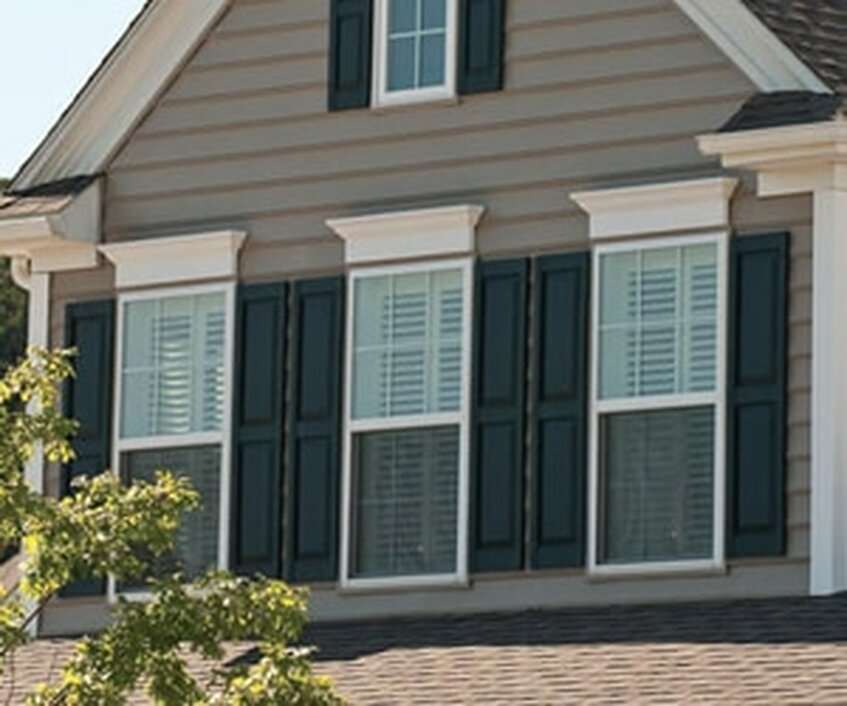 A New England Colonial Heritage Style Home Works Well With Raised Panel Shutters Homes Based On Southern Architecture Should Have Louvered
